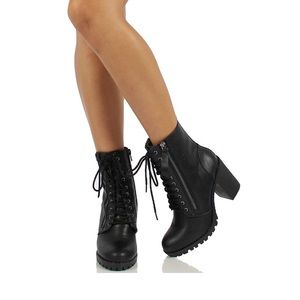 NEW IN BOX TOP MODA black laced up combat boot